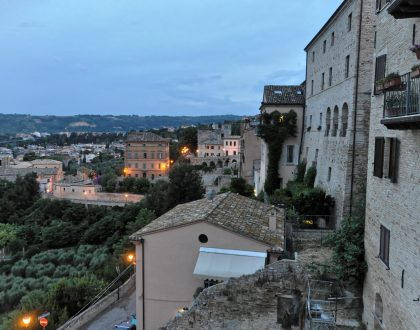 Un borgo sospeso nel tempo: l'anima nascosta di Grottammare