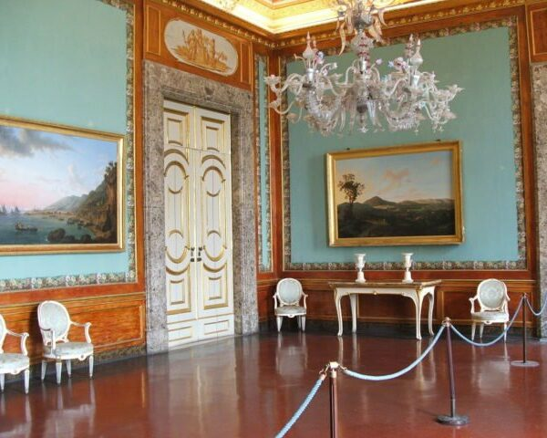 One-of-the-1-2000-rooms-at-the-palace.-Photo-Credit-640x480